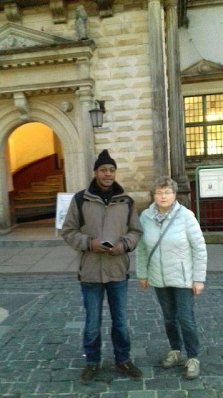 In der Stadt am Rathaus 1 mit Frau Eller