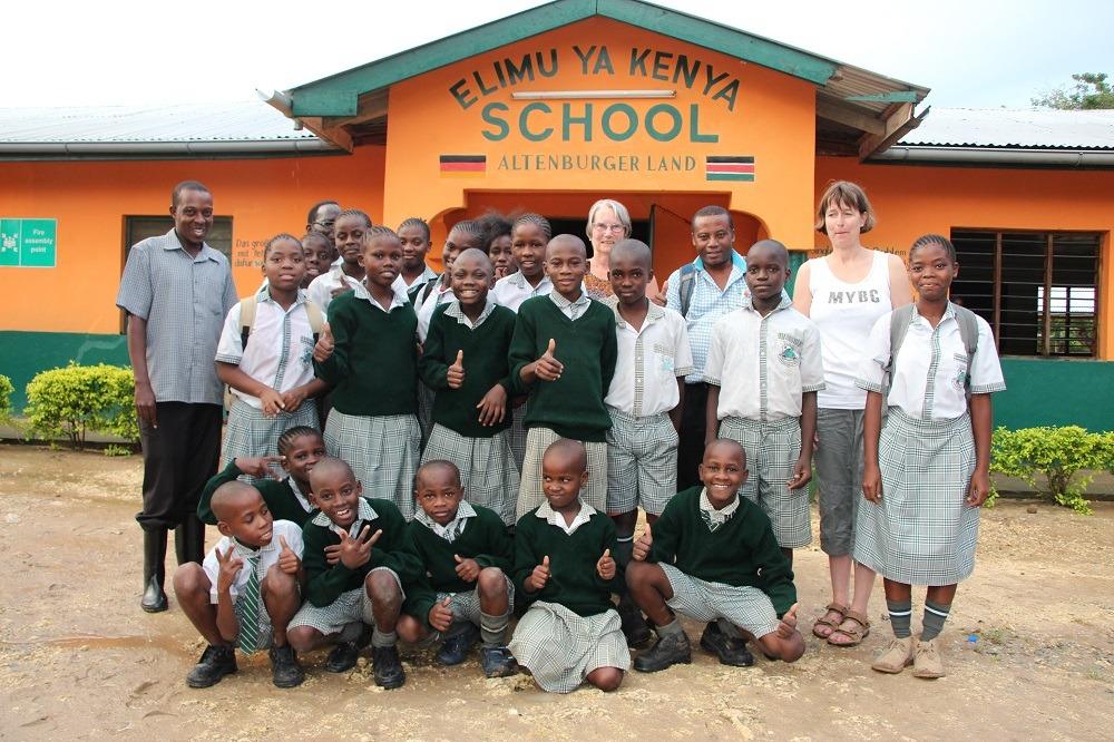 Kinder Shining Orphans 2017