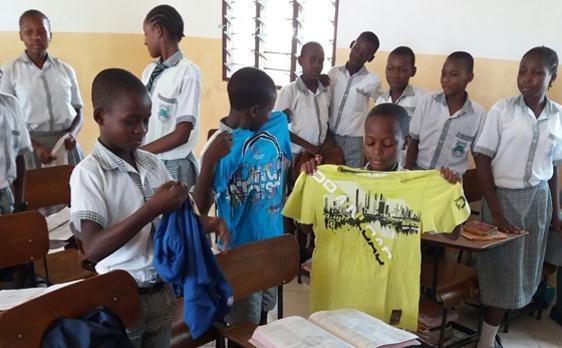 Spende, Sachspende, T-Shirt, Kinder